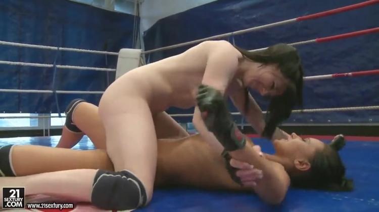 Nude fight on the ring - two brunette